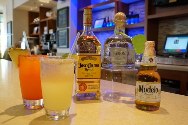 Hyatt Place Waikiki Beach - drinks horiz